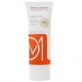 کرم ضد آفتاب فاقد چربی SPF50 درمومدیک (رنگ روشن)